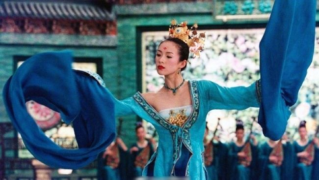 Zhang Ziyi costumed martial arts movie House of Flying Daggers